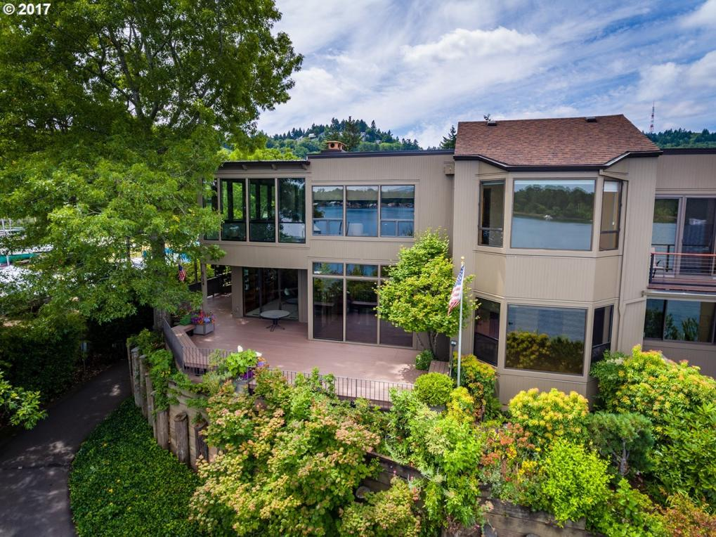 6134 SW Riverpoint Ln, Portland, OR 97239