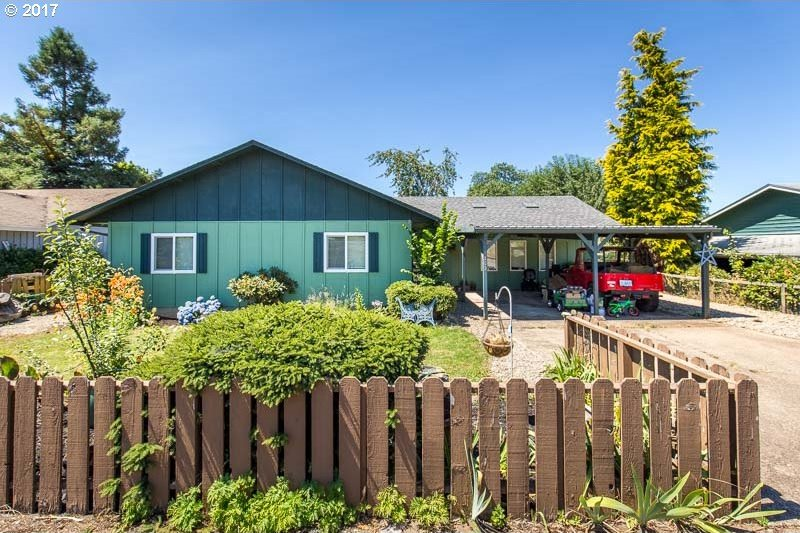 1363 S 8th St, Cottage Grove, OR 97424
