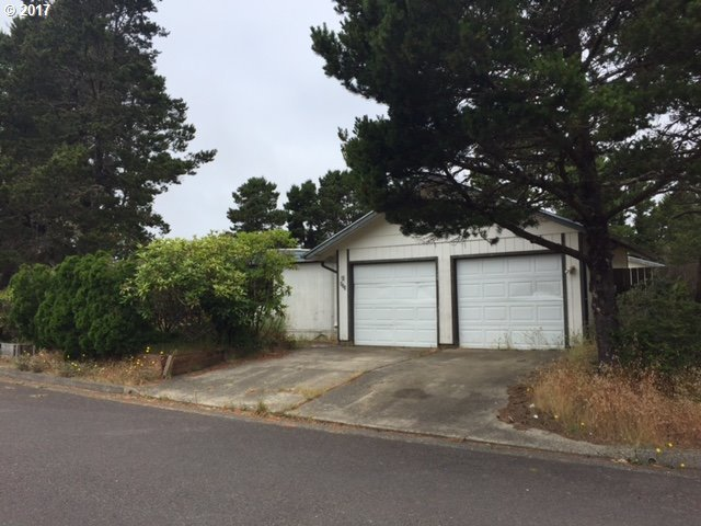 655 Siano Loop, Florence, OR 97439