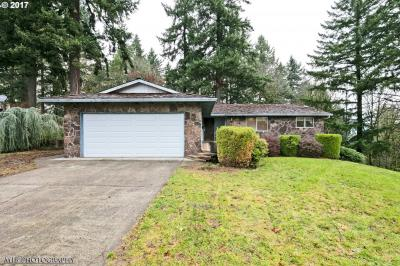 Photo of 7180 Crownview Ct, Gladstone, OR 97027
