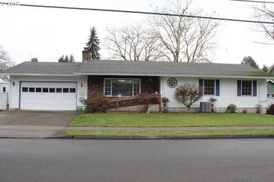 Photo of 405 W Gloucester St, Gladstone, OR 97027