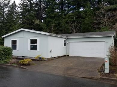 2511 Creekside Ln, North Bend, OR 97459