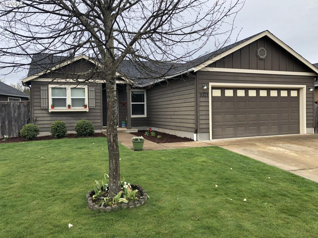 1021 S 1st St, Cottage Grove, OR 97424