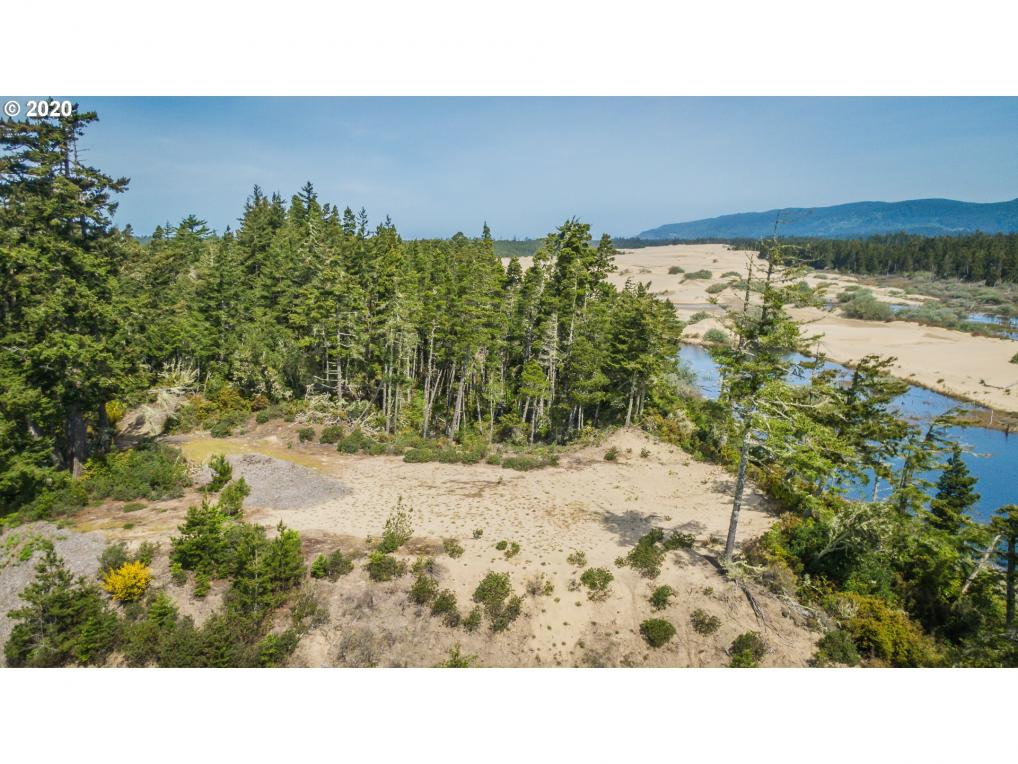 Lake Point Dr, Florence, OR 97439