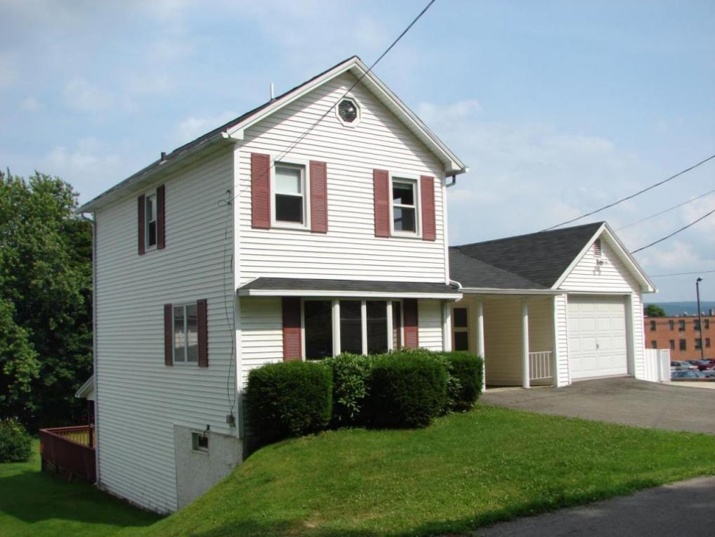 352 Delaware St, Forest City, PA 18421