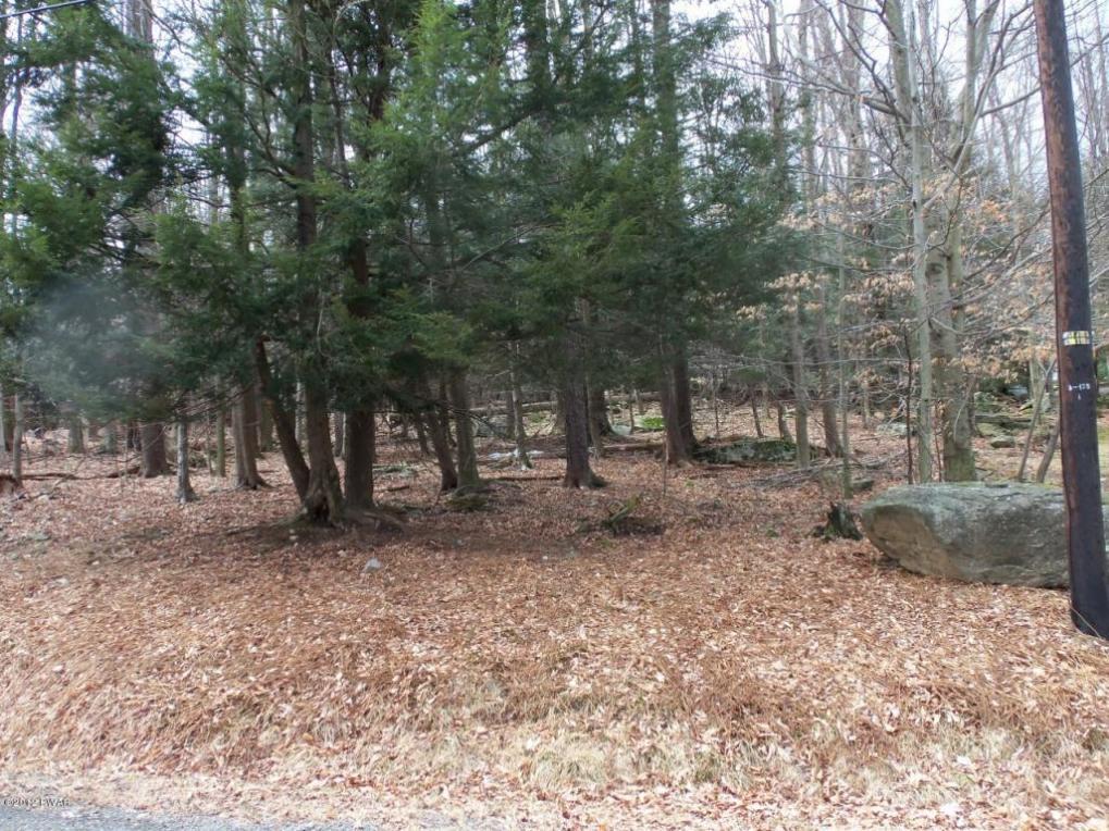 212 Hillside Dr, Greentown, PA 18426