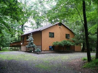 Photo of 112 Laurel Hill Dr, Greentown, PA 18426