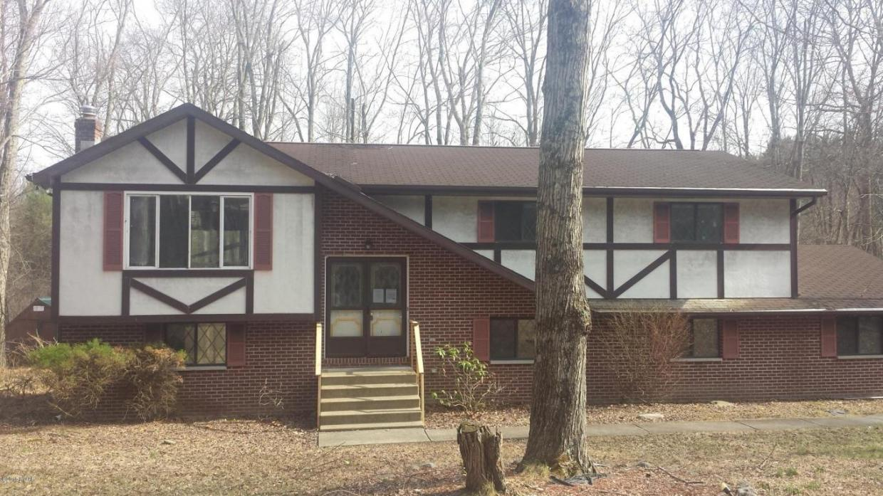 1161 S Lake Of The Pines Blvd, East Stroudsburg, PA 18302