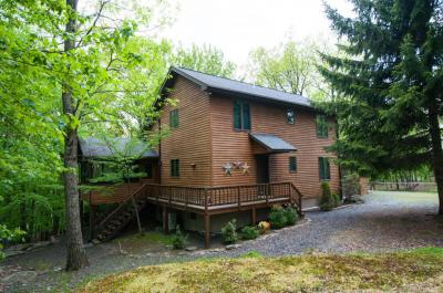 Photo of 119 Big Bear Dr, Greentown, PA 18426