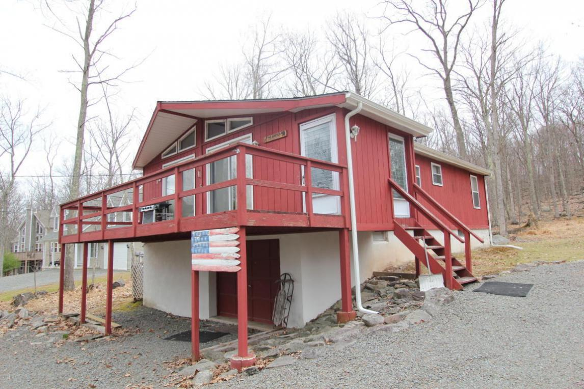 108 Pebble Rock Rd, Lackawaxen, PA 18435