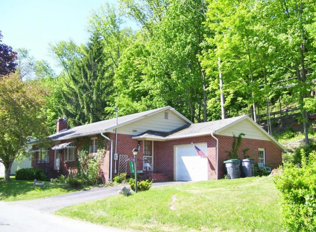 1819 Parkway Dr, Honesdale, PA 18431