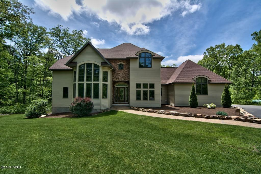 237 Windsor Way, Roaring Brook Township, PA 18444