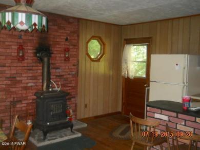 207 Aspen Rd, Dingmans Ferry, PA 18328
