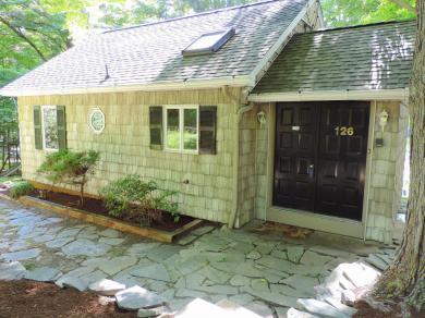 126 Beechwood Cove Rd, Greentown, PA 18426
