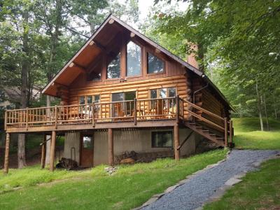 Photo of 122 Upper Lakeview Dr, Hawley, PA 18428
