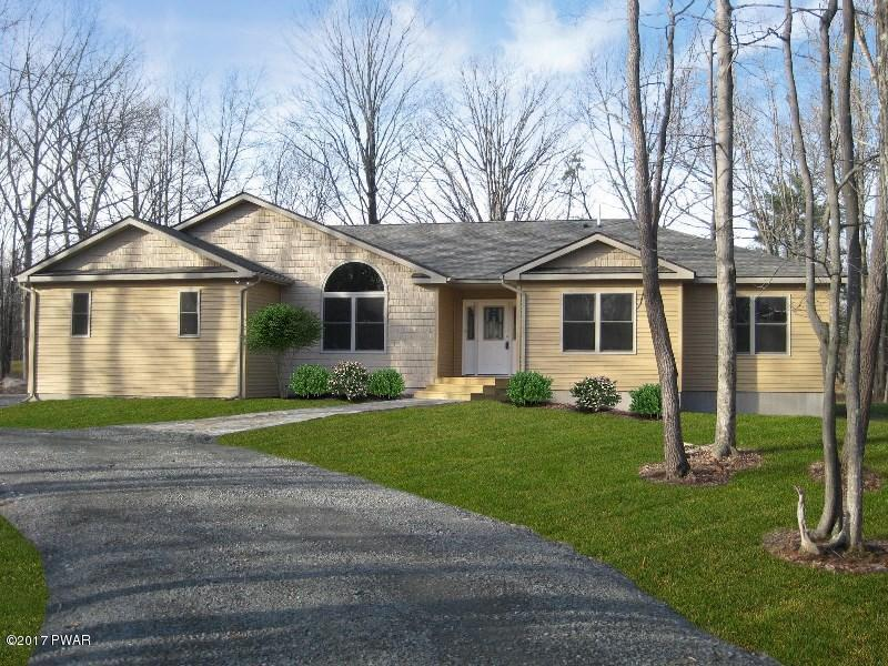 121 Country Club Dr, Lords Valley, PA 18428