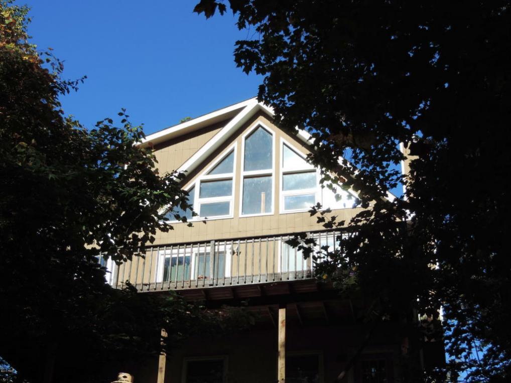1036 Sunny Slope Dr, Lake Ariel, PA 18436