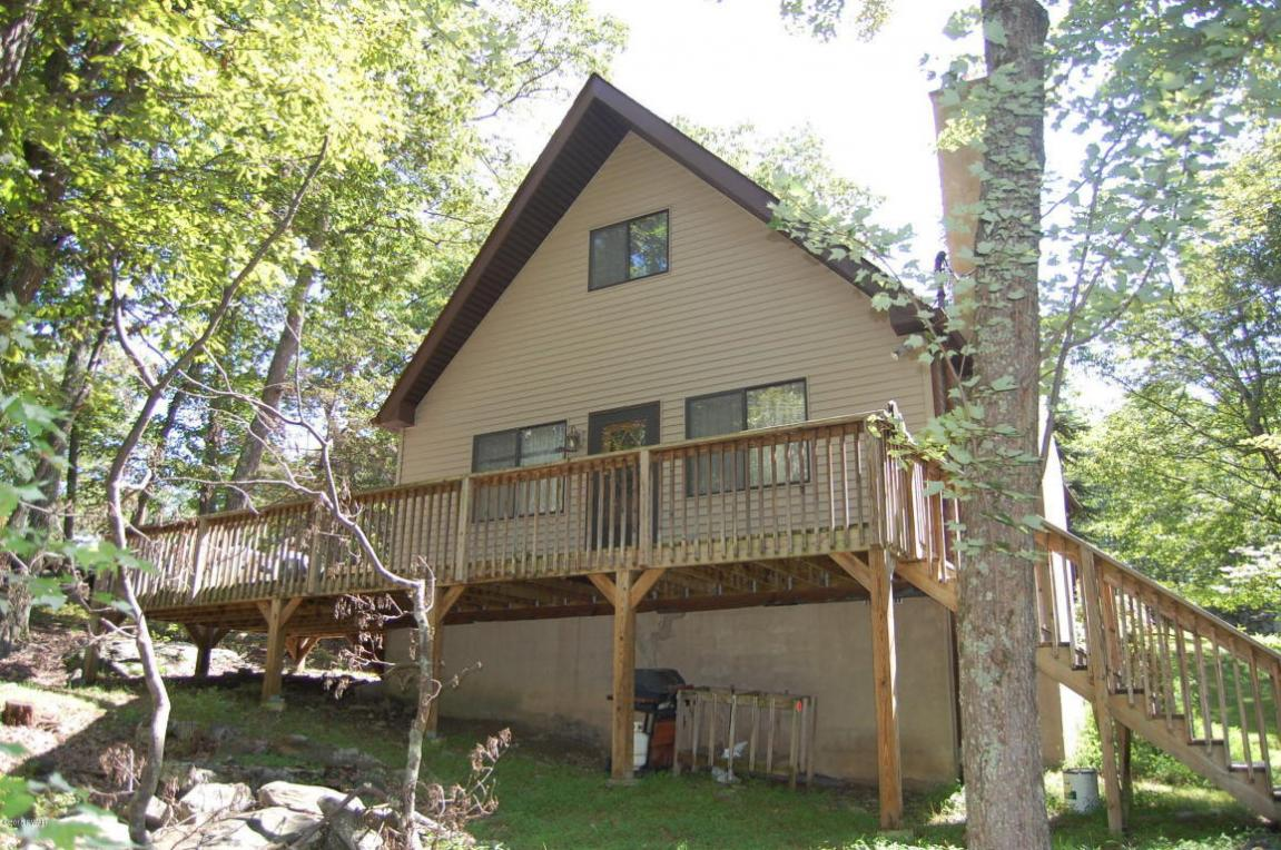 100 Stirrup Drive, Lords Valley, PA 18428