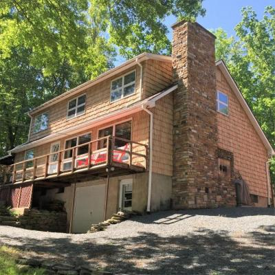 Photo of 72 Ledge Dr, Lakeville, PA 18438