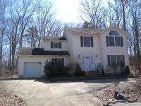 127 Mustang Dr, Lords Valley, PA 18428