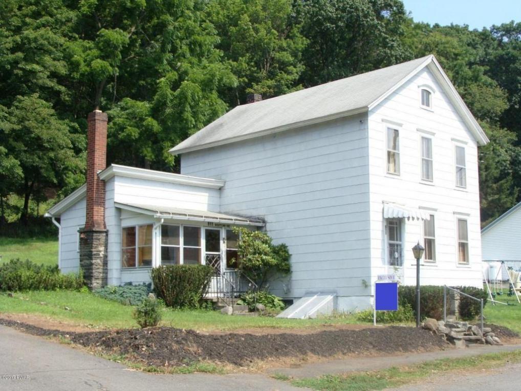 911 Oakland St, Hawley, PA 18428