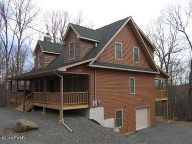 107 Log Cabin Dr, Lackawaxen, PA 18435