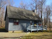 1016 Wichita Ct, Gouldsboro, PA 18424