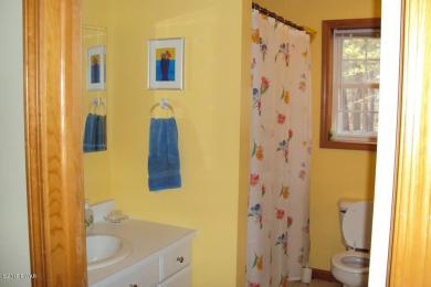121 Stonefield Rd, Milford, PA 18337