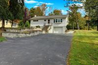 200 R Craig Rd, Moscow, PA 18444