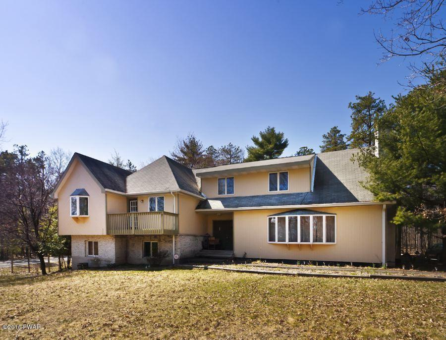 102 Valley View Dr, Dingmans Ferry, PA 18328