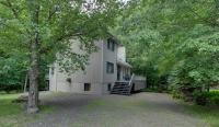 583 Lakeview Dr, Lake Ariel, PA 18436