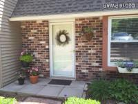 103 Townhouse Pl, Roaring Brook Township, PA 18444