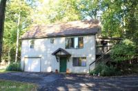 124 Highland Dr, Lakeville, PA 18438