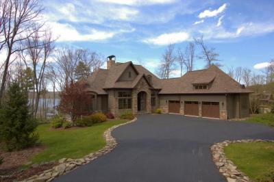 Photo of 131 Calico Point Dr, Paupack, PA 18451