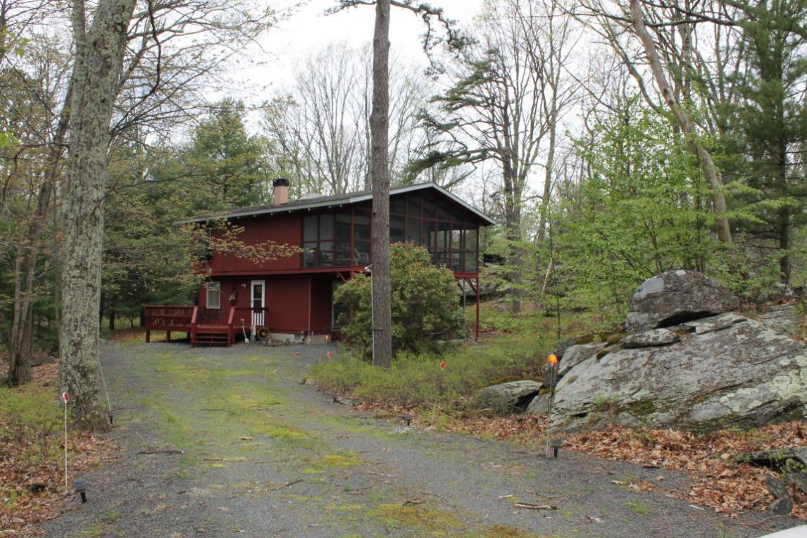 804 S Granite Ct, Blooming Grove, PA 18428
