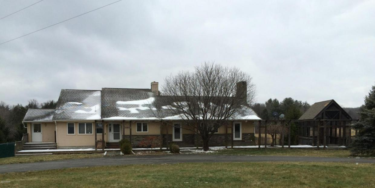 48 Equestrian Rd, Pleasant Mount, PA 18453