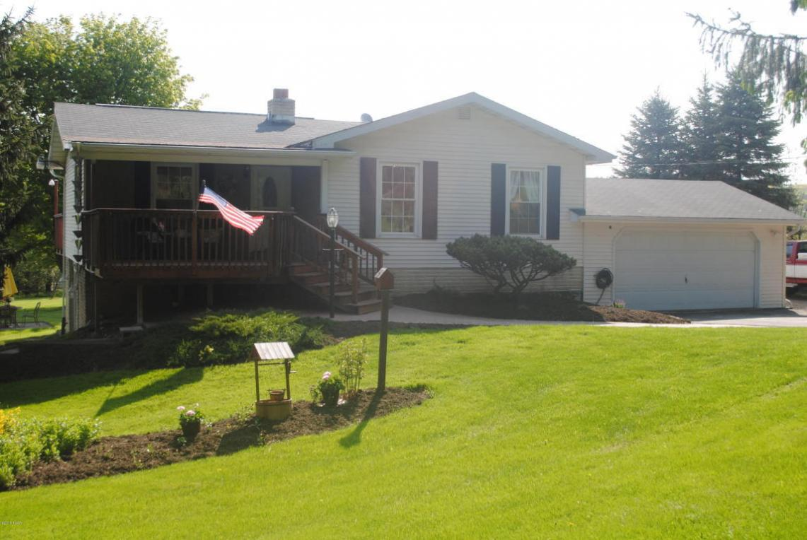 155 Spring Hill Rd, Sterling, PA 18463