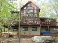 1019 Teaberry Ct, Hawley, PA 18428