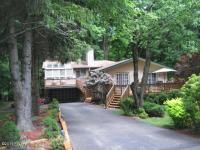 999 Forest Ln, Lake Ariel, PA 18436