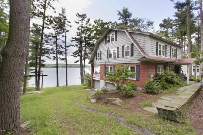 Photo of 100 Harbor Landing Rd, Paupack, PA 18451