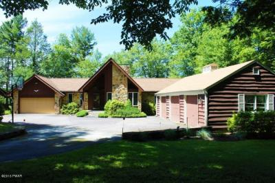 Photo of 122 Waterfront Dr, Greentown, PA 18426
