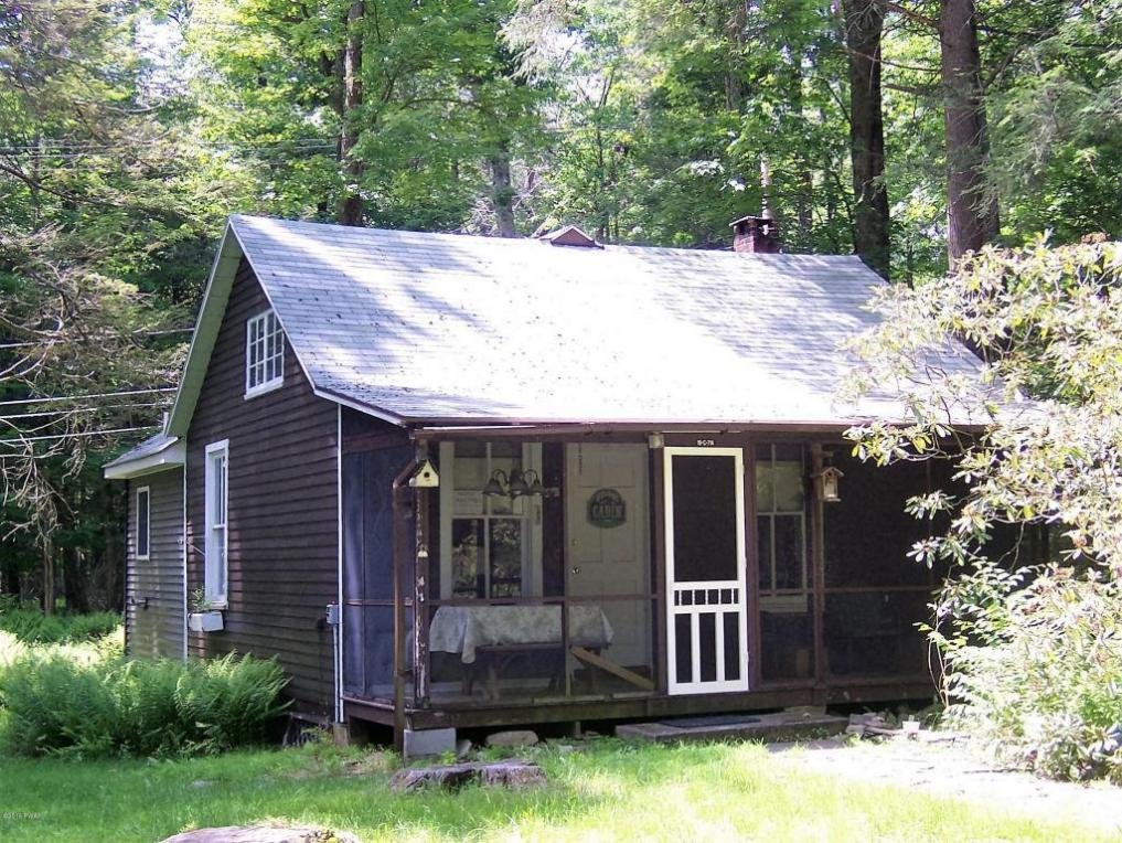 969 Route 390, Greentown, PA 18426