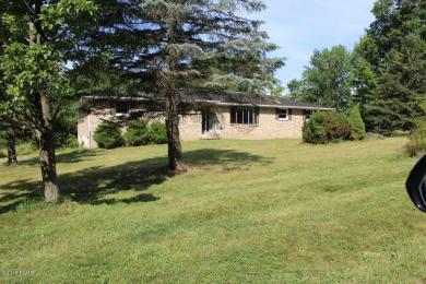 18 Lakeville Ct, Lakeville, PA 18438