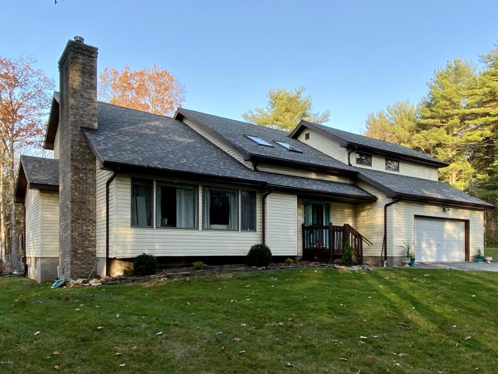 832 Evergreen Dr, Lakeville, PA 18438