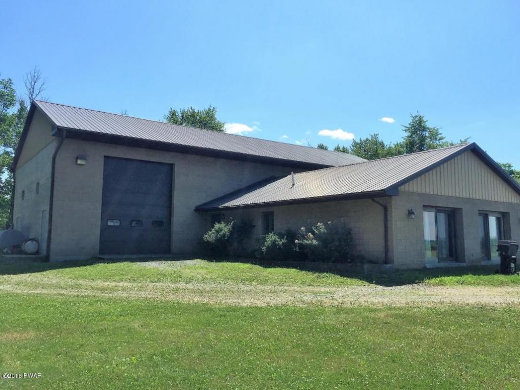 114 Farmhouse Dr, Greentown, PA 18426