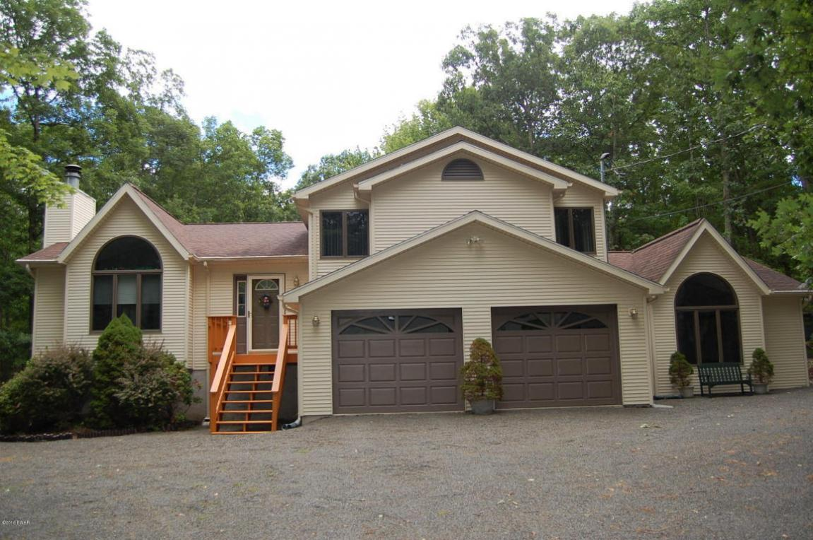 227 Surrey Drive, Lords Valley, PA 18428