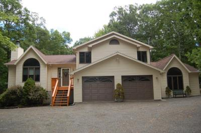 Photo of 227 Surrey Drive, Lords Valley, PA 18428