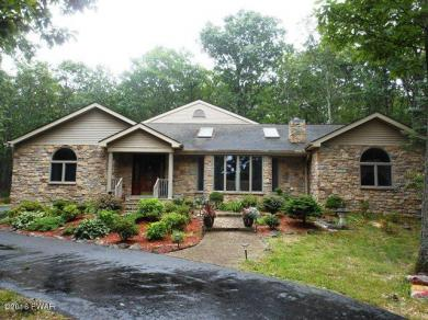 819 N Hillview Pl, Lords Valley, PA 18428