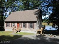 59 W Shore Dr, Hawley, PA 18428