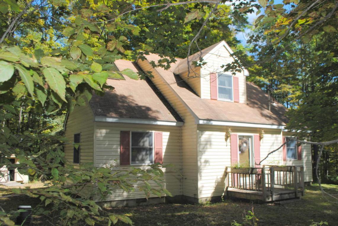 456 Woods Rd, Lakewood, PA 18439